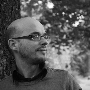 TOBIAS LEENAERT – DE WERELD VERANDEREN: TUSSEN IDEALISME EN PRAGMATIEK